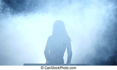 vertragen, rokerig, motie, piano., meisje, spelend, toneel