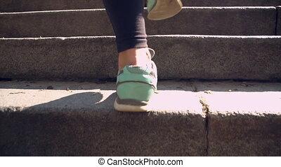 vervelend, vrouw, trap boven, sportkleding