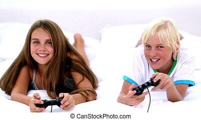 video gokt, siblings, togeth, spelend