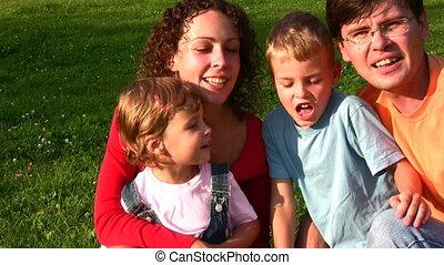 vier, gezichten, gezin, het zingen
