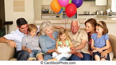 vieren, gezin, weinig; niet zo(veel), breidde uit