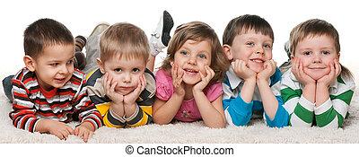 vijf, kinderen, het liggen, tapijt