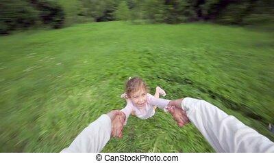 vliegen, ongeveer, broer, houden, looppas, hand, boven, meisje, gras