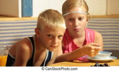 voedingsmiddelen, kinderen, vasten, restaurant