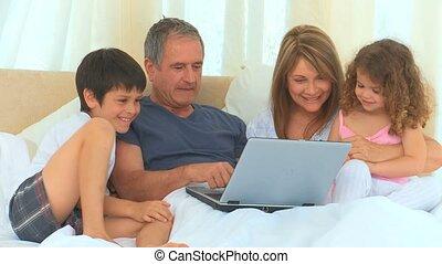 voorkant, lachen, gezin, draagbare computer