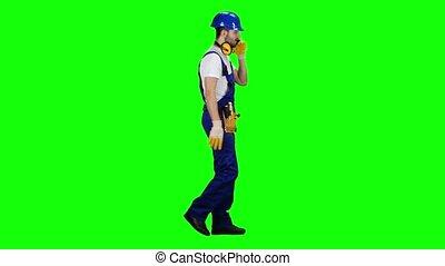 voorman, helm, groene, screen., telefoon., handschoenen, spreekt, zijaanzicht