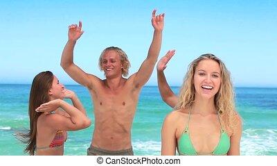 vrienden, feestende, vier, meisje, blik, fototoestel, blonde