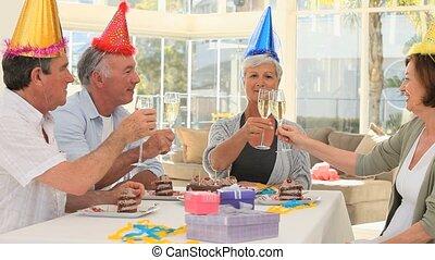 vrienden, gepensioneerd, jarig, vieren