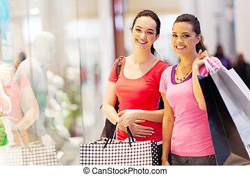 vrienden, mall, shoppen , twee, vrolijke