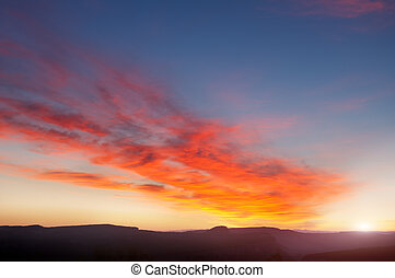 vroege morgen, zonopkomst, bergen
