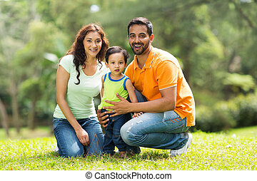 vrolijke , indiër, gezin, buitenshuis