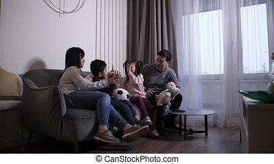 vrolijke , kinderen, thuis, chinees, spelend, gezin
