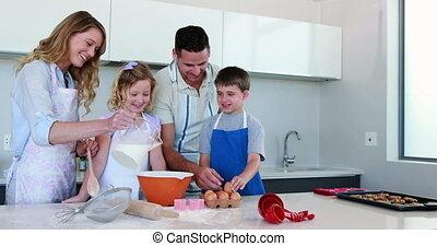 vrolijke , taart, vervaardiging, gezin, jonge