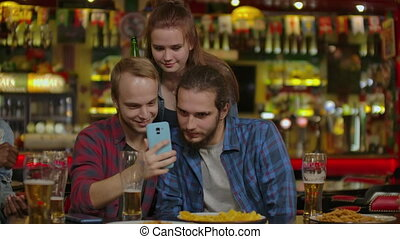 vrolijke , vrienden, restaurant, of, selfie, bar., boeiend