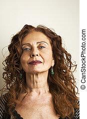 vrouw, achtergrond, tegen, aantrekkelijk, middelbare leeftijd , verticaal, witte