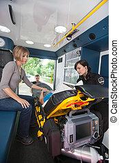 vrouw, bejaarden, ambulance