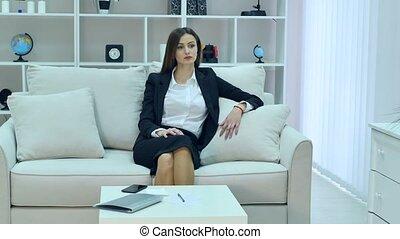 vrouw, cozy, zittende , doeken, jonge, sofa, vrolijke