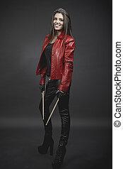 vrouw, drumsticks, musicus, jonge, tegen, grijze , brunette, achtergrond, verticaal, het glimlachen