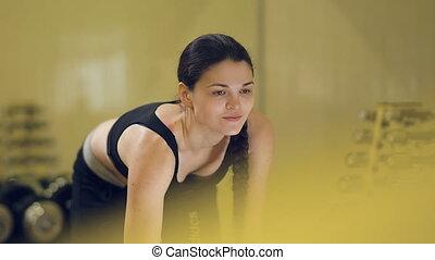 vrouw, dumbbells, oefeningen