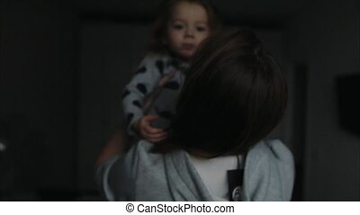 vrouw, haar, jonge, armen, vasthoudende baby