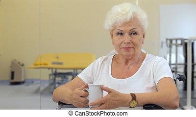vrouw, haar, kop, hand, houdt, senior