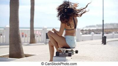 vrouw, haar, zittende , skateboard, jonge, sexy
