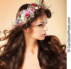 vrouw, haren, jonge, lang, roodbruin, wildflowers, vloeiend, verticaal