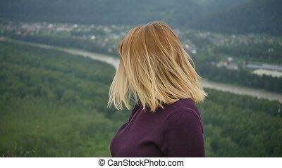 vrouw, het genieten van, buitenshuis, vertragen, motion., open, natuur, lucht., dancing, blonde, summer., aantrekkelijk