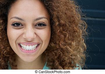 vrouw, jonge, confronteren beeltenis, het glimlachen, uitdrukking, vrolijke