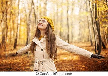 vrouw, jonge, herfst, natuur, het genieten van