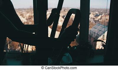 vrouw, jonge, tegen, het uitoefenen, machine, venster, elliptisch, thuis