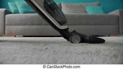 vrouw, karpet schoonmaker, gebruik, vacuüm, was, thuis