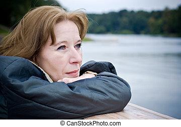 vrouw, middelbare leeftijd , dromen