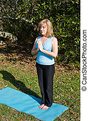 vrouw, middelbare leeftijd , -, yoga, ademhaling