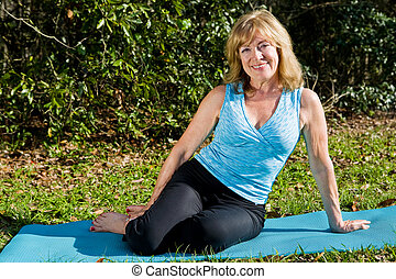 vrouw, middelbare leeftijd , yoga