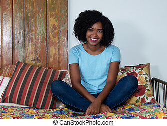vrouw ontspannend, binnen, amerikaan, afrikaan, thuis