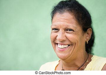 vrouw, oud, spaans, fototoestel, verticaal, glimlachen gelukkig