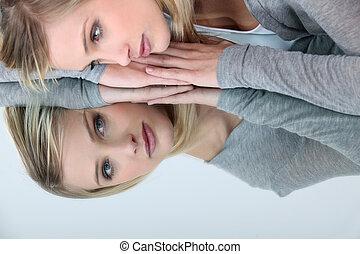 vrouw, reflectie, haar, het kijken, spiegel, blonde