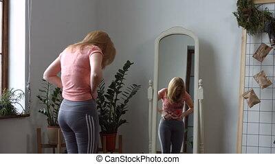 vrouw, reflectie, haar, terneergeslagen, het kijken, spiegel