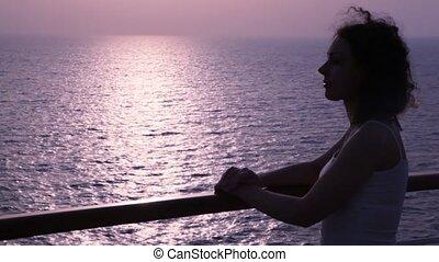 vrouw, silhouette, stalletjes, dek, cruiseschip