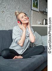 vrouw, telefoon, muziek, aantrekkelijk, gebruik, verticaal, smart, luisteren