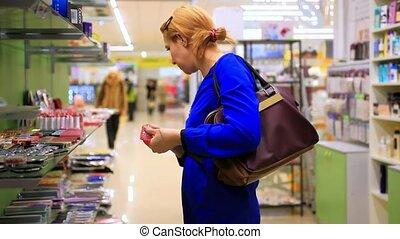 vrouw winkelen, enig, jonge, vrouwen, schoonheidsmiddelen, hd., goods., winkel, selects, blonde, 1920x1080