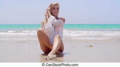 vrouw zitten, jonge, zand, verleidelijk, strand