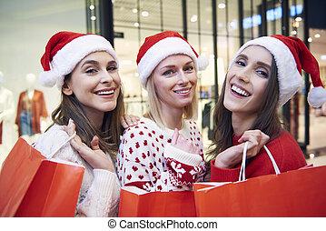 vrouwen het winkelen, mooi, de giften van kerstmis, gedurende, drie