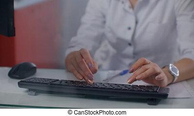 vrouwen, keyboard., hand, het typen, draagbare computer, arts