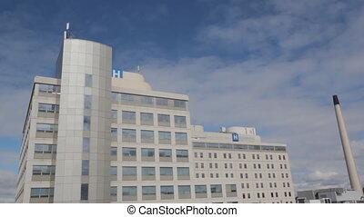 w/, ziekenhuis, timelapse, wide., clouds.