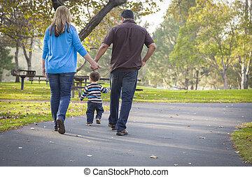 wandelende, gezin, park, hardloop, ethnische , gemengd, vrolijke