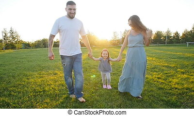 wandelende, park, gezin, vrolijke
