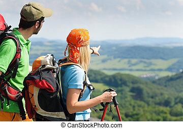 wandelende, punt, paar, jonge, panoramische mening
