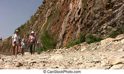 wandelende, strand, steen, gezin